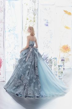 Confident achieved quinceanera dress from this source Beautiful Evening Gowns, Stunning Dresses, Pretty Dresses, Prom Party Dresses, Quinceanera Dresses, Fantasy Dress, Gowns Of Elegance, Vintage Dresses, Marie