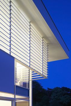 Richard Meier models all-white Oxfordshire residence on English manor houses Chinese Architecture, Modern Architecture House, Futuristic Architecture, Architecture Details, Modern Houses, Richard Meier, Zaha Hadid Architects, Famous Architects, English Manor Houses