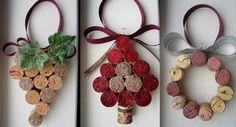 Come creare tre semplici decorazioni natalizie con dei tappi di sughero: un grappolo d'uva, un alberello ed una ghirlanda