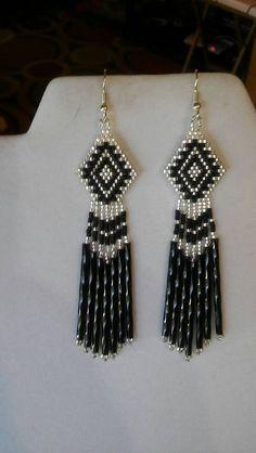 d68cb36bd4fe Native American estilo abalorios clásicos pendientes en negro y plata  suroeste