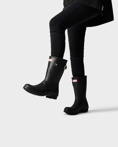 A short boot handcrafted in the same form as the Original Tall.
