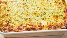 Healthy zucchini and tuna slice Freeze as much as you like to keep for pre-made lunches or eat it fresh from the oven. Zuchinni Recipes, Tuna Recipes, Quiche Recipes, Salmon Recipes, Seafood Recipes, Vegetarian Recipes, Dinner Recipes, Cooking Recipes, Bacon Zucchini