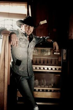 This southern boy.. Oh, I love how Jason Aldean! <3
