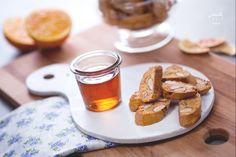 I cantucci (biscotti di Prato) sono biscotti tipici toscani con mandorle, ideali…