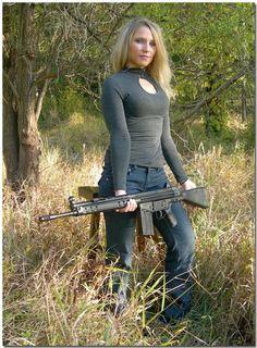 girl with gun - http://www.rgrips.com/beretta-92g/637-exotic-grips-beretta.html