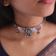 Chic Choker Necklace Designs To Pair With Sarees!! • South India Jewels India Jewelry, Boho Jewelry, Jewelry Design, Antique Jewelry, Antique Silver, Jewellery, Gold Rings Jewelry, Diamond Jewelry, Silver Choker Necklace
