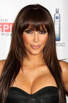 Kim Kardashian makes her signature long hair work for her face shape with shorter layers that frame her face. #KimKardashian #OvalFace #Hairstyles