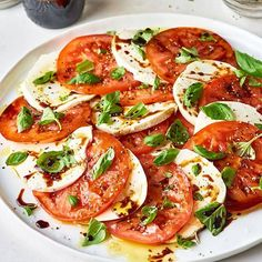 Caprese Salad With Balsamic Glaze. When tomatoes are at their peak, a classic ca… Caprese Salad With Balsamic Glaze. When tomatoes are at their peak, a classic ca… Caprese Salat, Ensalada Caprese, Caprese Salad Recipe, Caprese Salad Dressing, Tomato Caprese, Tomato Salad, Vegetarian Recipes, Cooking Recipes, Healthy Recipes