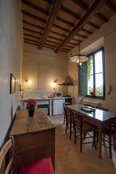 Kitchen. Depandance, Casa Telesforo, 8 people #historicresidence #villacentofinestre #destinazionemarche   www.villacentofinestre.com