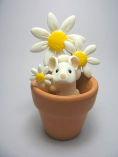 Wee Flowerpot Mouse with Daisies by QuernusCrafts, via Flickr