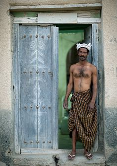 Bangladi immigrant worker in Oman by Eric Lafforgue, via Flickr