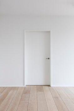 Modern interior doors Schoeffaerts Finishing & Interior Source by joshdegraaf Scandinavian Interior Doors, Contemporary Interior Doors, White Interior Doors, White Doors, Interior Trim, Modern Interior, Door Design, House Design, Modern Baseboards