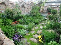#Vienna #roof #garden #Patio Garden Bridge, Vienna, Country Roads, Outdoor Structures, Patio, Plants, Garden Oasis, Amsterdam, Practical Life