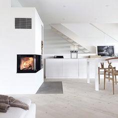 The essence of a minimal Scandi interior with the Kubus 8 candleholder in black. Photo credit: @stylizimoblog . #bylassenkubus #kubus #kubus8 #candles #candleholder #candlelight #lysestage #bylassen #interior #interiør #functionalism #design #interiordesign #scandinaviandesign #danishdesign #nordicdesign #designclassic #apartmenttherapy #nothingisordinary #petitejoys