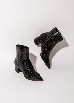 shoes for fall to inspire every woman 34 High Heels, Shoes Heels, Cute Boots, Dream Shoes, Sock Shoes, Types Of Shoes, Black Boots, Me Too Shoes, Fashion Shoes