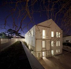 Image 12 of 26 from gallery of Center School S. Photograph by FG+SG Portuguese, Old And New, Beautiful Pictures, Urban, Contemporary, Mansions, Architecture, House Styles, Gallery