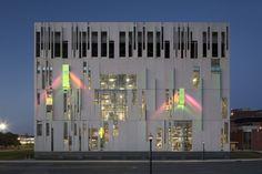 Abrigo para Chiller / Ross Barney Architects