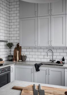 Things To Keep In Mind Before Considering Home Renovation Contract – Home Dcorz Kitchen Handles, Kitchen Tiles, Kitchen Flooring, Kitchen Dining, Kitchen Decor, Kitchen Cabinets, Beautiful Kitchen Designs, Beautiful Kitchens, Log Home Kitchens