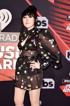 Noah Cyrus wears Beladora jewelry to the iHeart Radio Music Awards in Los Angeles. Noah Cyrus, Miley Cyrus, Music Awards, Alexander Mcqueen Scarf, Singers, Snow White, Punk, Street Style, Disney Princess