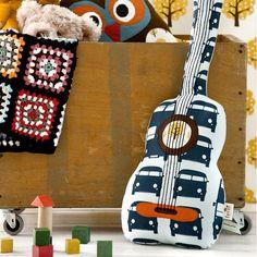 Speelgoed & Lifestyle voor meisjes 4-12 jaar > Accessoires kinderkamer > Webshop Ferm Living kussen gitaar   Verwende apen