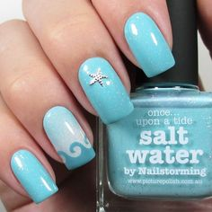 Waves and starfish complement these nails.