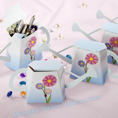 Free Shipping 372pcs English Garden Watering Can wedding Favor Box TH010  Wedding decoration  #weddingfavorbox #candybox #partydecoration #bridalshowerfavors http://aliexpress.com/store/product/Free-Shipping-336pcs-Peppermint-blue-Wedding-Favor-Box-DIY-TH040-bride-and-groom-wedding-decoration/513753_32319469581.html
