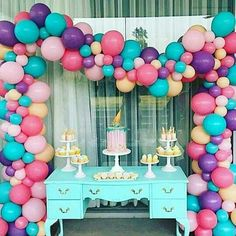 Cannot get enough of balloon bunting - and that colours in this theme make it look EVEN better than normal! In love.