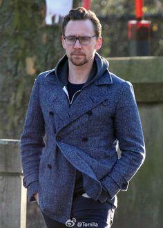 Tom Hiddleston seen taking a stroll in London on January 20, 2017. Source: Torrilla. Photoset: http://maryxglz.tumblr.com/post/156139608967/frenchfrostpudding-tom-hiddleston-seen-taking-a