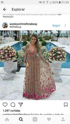 Vestido nude floral elegante