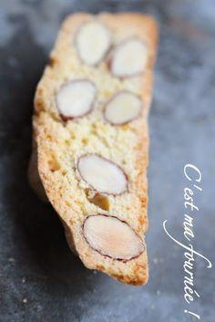 """Alors je ne vais pas vous faire un exposé sur l'origine de ces """"biscotti"""" italiens : j'ai la flemme d'aller farfouiller chez Wikipédia...Tout ce que je sais c'est que ces petits croquants aux amandes"""