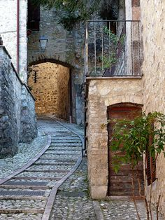 Vallo di Nera is a town of 419 inhabitants in the province of Perugia (Italy)