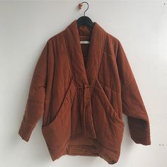 Fall Arrivals 🍂 Sumo Puffer kimono jacket in fine rust corduroy c/o Source by metadeweerdt Look Fashion, Fashion Outfits, Fashion Design, Jeans Et T-shirt, Mode Plus, Kimono Jacket, Schneider, Quilted Jacket, Corduroy Jacket