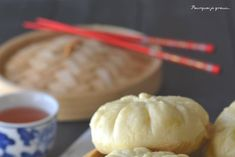 Paw ou baozi - Brioches farcies à la viande, aux champignons noirs et à la coriandre.