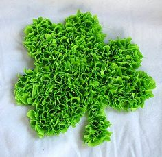 Tissue Paper Shamrock Create a fluffy shamrock for St. This easy craft makes a fun decoration and all you need is tissue paper and a little bit of time. The post Tissue Paper Shamrock was featured on Fun Family Crafts. St Paddys Day, St Patricks Day, St Pattys, Crafts For Kids To Make, Kids Crafts, Book Crafts, Easter Crafts, Holiday Crafts, Holiday Fun