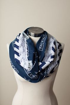 The perfect accessory to help show off your love for your football team! One side is team logo fabric and the back is contrasting polka dot or