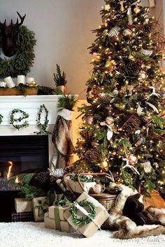 Amazing Decorated Christmas Tree http://imagespictures.net/amazing-decorated-christmas-tree-11/