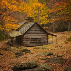 There is no better time than the fall to visit the Great Smokies. The Bud Ogle cabin is often shot, but still a classic. Old Cabins, Cabins And Cottages, Cabins In The Woods, Cabin Homes, Log Homes, Tiny House Big Living, Log Cabin Living, Log Home Designs, Off Grid Cabin
