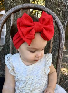 Gorgeous super stretchy and soft, bow headbands from size Preemie to 10 years old! Newborn Bows, Newborn Headbands, Baby Girl Bows, Girls Bows, Baby Diy Projects, Baby Turban, Toddler Headbands, Boutique Bows, Big Bows