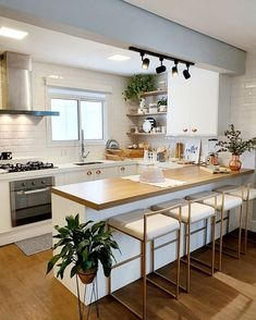 43 kitchen designs for small space studio kitchen ideas 4 43 k Small Space Kitchen, Kitchen Room Design, Studio Kitchen, Modern Kitchen Design, Living Room Kitchen, Home Decor Kitchen, Interior Design Kitchen, Home Kitchens, Gold Kitchen