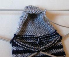 Priscila: MEDIAS DE LANA CON CINCO AGUJAS Crochet Doilies, Knit Crochet, Crochet Projects, Maya, Charity, Booty, Knitting, Slippers, Fashion