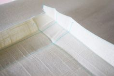 How to make your own cordless roman shades out of cheap vinyl mini blinds! All you need are some basic tools and materials, and a little bit of patience. Cordless Roman Shades, Diy Roman Shades, Diy Window Shades, Vinyl Mini Blinds, Modern Blinds, Diy Blinds, Cheap Vinyl, Roman Blinds, How To Make Diy