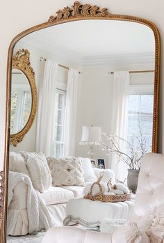 Elegant French Flair Home Tour - Come Visit! - Julie Partin - Elegant French Flair Home Tour - Come Visit! Elegant French flair with two beautiful home tours filled with vintage treasures. Lots of inspiration in today's modern French decor styling! Modern French Decor, French Style Decor, French Bedroom Decor, French Style Homes, Bedroom Vintage, French Country Decorating, Vintage French Decor, French Home Decor, French Style Bedrooms