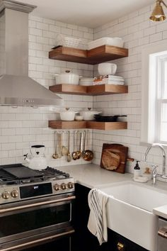 Short on wall space? Open shelves add storage and style when paired with contrasting base cabinets. Kitchen Wall Shelves, Wall Shelf Decor, Home Decor Kitchen, Home Decor Bedroom, Space Kitchen, Kitchen Small, Purple Home Decor, Small Shelves, Open Shelves