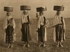 Women from Dragoeni, Gorj , Romania Vintage Art, Vintage Photos, Romania People, City People, Old Photos, Storytelling, Outfit Of The Day, Fun Facts, Im Not Perfect