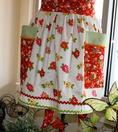 spring flowers apron . . . love the rick rack on the bottom