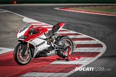 Celebrating 90 years, Ducati has introduced the Limited Edition Ducati 1299 Panigale S Anniversario!