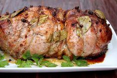 Carnea de porc coaptă în cuptor cu condimente și usturoi este cea mai bună mâncare pentru o masă festivă. Astăzi vă propunem o rețetă tradițională, care include cele mai accesibile condimente pe care absolut oricine le are în bucătărie: sare, piper și foi de dafin. Cu toate că rețeta este simplă, carnea iese suculentă, parfumată și gustoasă. Carnea de porc gătită în casă nu se compară cu produsele din comerț, ea poate fi utilizată în loc de salam sau adăugată în diferite salate. INGREDIENTE…