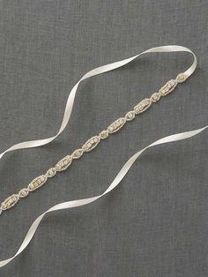 Belise Schärpe Ein Hochzeitssuite Gürtel von winzigen Strass cinches die Taille mit subtilen Glanz. Mit einem Elfenbein Satinband fertig, sichert