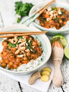 nl Vegan curry with coconut, sweet potato, chickpeas and spinach – Simplyvegan. Vegan Diner, Veggie Recipes, Vegetarian Recipes, Healthy Recepies, Clean Eating Snacks, Healthy Cooking, Food Inspiration, Good Food, Easy Meals