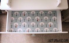 DIY customiser les tiroirs d'une commode  -------  DIY : 10 tutos pour détourner le papier peint | Ju2Framboise